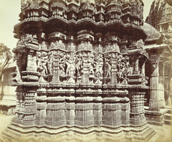 Close view of sculpture on the façade of a temple in the Khartaravasi Tuk, Satrunjaya